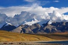 Βουνά χιονιού στοκ εικόνα με δικαίωμα ελεύθερης χρήσης