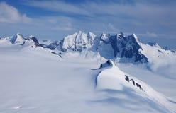 βουνά χιονώδη Στοκ Εικόνες
