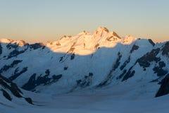 βουνά χιονώδη Στοκ εικόνες με δικαίωμα ελεύθερης χρήσης