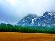 βουνά χιονώδη Στοκ φωτογραφία με δικαίωμα ελεύθερης χρήσης