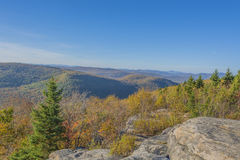 βουνά χρωμάτων φθινοπώρου Στοκ Εικόνα