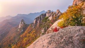 Βουνά Bukhansan το φθινόπωρο, Σεούλ στη Νότια Κορέα Στοκ εικόνα με δικαίωμα ελεύθερης χρήσης