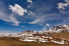 Βουνά Himalayan με το μπλε ουρανό Στοκ φωτογραφία με δικαίωμα ελεύθερης χρήσης