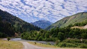 Βουνά Wasatch φαραγγιών και ποταμών Provo στον κεντρικό δρόμο, Γιούτα στοκ εικόνες