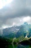 Βουνοπλαγιές που φωτίζονται υπέροχα από τον ήλιο στοκ φωτογραφία