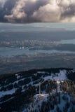Βουνό αγριόγαλλων με το Βανκούβερ στο κέντρο της πόλης στο υπόβαθρο Στοκ εικόνα με δικαίωμα ελεύθερης χρήσης