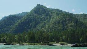 Βουνό από τον ποταμό απόθεμα βίντεο