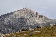 Βουνό εξ ολοκλήρου των λουρίδων της πέτρας στοκ φωτογραφία με δικαίωμα ελεύθερης χρήσης