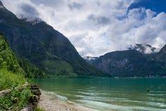 Βουνό και μικρό χωριό Στοκ φωτογραφίες με δικαίωμα ελεύθερης χρήσης