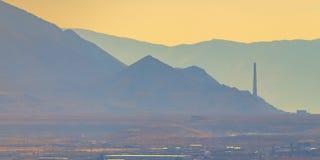 Βουνό και μουντός ουρανός στα περίχωρα της Σωλτ Λέικ Σίτυ στοκ φωτογραφία με δικαίωμα ελεύθερης χρήσης