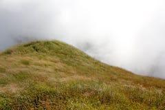 Βουνό και ομίχλη στοκ φωτογραφίες με δικαίωμα ελεύθερης χρήσης