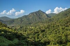 Βουνό και ουρανός στοκ εικόνα