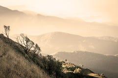 Βουνό και σέπια στρώματος στοκ εικόνες