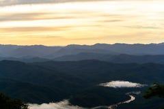 Βουνό και όμορφος ουρανός Στοκ φωτογραφία με δικαίωμα ελεύθερης χρήσης