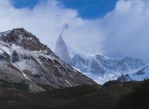 Βουνό που καλύπτεται με τα σύννεφα στην Παταγωνία στοκ εικόνες με δικαίωμα ελεύθερης χρήσης