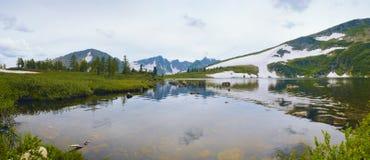 βουνό Σιβηρία λιμνών στοκ φωτογραφία