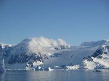 Βουνό στον ήλιο Στοκ φωτογραφία με δικαίωμα ελεύθερης χρήσης