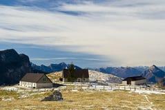 βουνό τοπίων σπιτιών Στοκ Φωτογραφίες