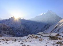 Βουνό του Ιμαλαίαυ Machapuchare με την ανατολή, στο στρατόπεδο βάσεων Annapurna, Νεπάλ Στοκ Φωτογραφία