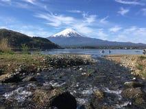 Βουνό του Φούτζι στη λίμνη kawaguchiko, Ιαπωνία Στοκ φωτογραφία με δικαίωμα ελεύθερης χρήσης