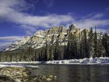 Βουνό του Castle στο εθνικό πάρκο χειμερινού Banff Στοκ Εικόνες