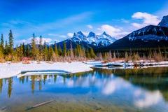 Βουνό τριών αδελφών σε Canmore, Αλμπέρτα, Καναδάς Στοκ φωτογραφία με δικαίωμα ελεύθερης χρήσης