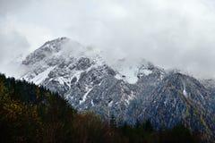 Βουνό χιονιού σε Jiuzhaigou στοκ εικόνα