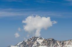 Βουνό χιονιού στην αλπική διαδρομή tateyama ορών της Ιαπωνίας kurobe Στοκ Εικόνες