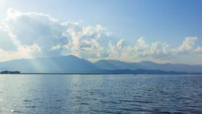 Βουνό Andscape πλησίον από τη λίμνη Στοκ φωτογραφίες με δικαίωμα ελεύθερης χρήσης