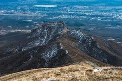 Βουνό Beshtau στην άνοιξη σε Pyatigorsk, Ρωσία Στοκ φωτογραφίες με δικαίωμα ελεύθερης χρήσης