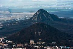 Βουνό Beshtau στην άνοιξη σε Pyatigorsk, Ρωσία Στοκ Εικόνες