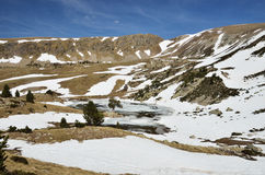 Βουνό cirque με μια παγετώδη λίμνη στην κοιλάδα madriu-Perafita-Claror στοκ φωτογραφίες