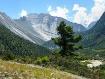 Βουνό Danda Swargadwari από ανώτερο Pisang, Νεπάλ Στοκ εικόνα με δικαίωμα ελεύθερης χρήσης