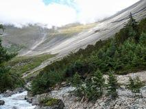 Βουνό Danda Swargadwari και ποταμός Marsyangdi, Νεπάλ Στοκ εικόνα με δικαίωμα ελεύθερης χρήσης