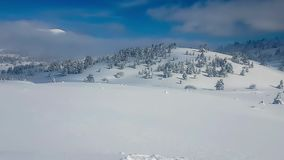 Βουνό Kalavrita στην Ελλάδα Κέντρο χιονιού hyperlapse απόθεμα βίντεο