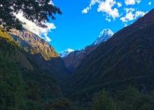 Βουνό Machapuchare και κορυφογραμμή στοκ εικόνες με δικαίωμα ελεύθερης χρήσης
