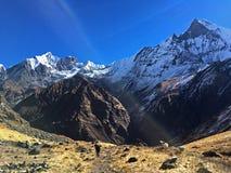 Βουνό Machapuchare και κορυφογραμμή στοκ εικόνα με δικαίωμα ελεύθερης χρήσης