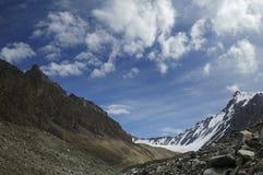 βουνό moraine τσίρκων cloudscape Στοκ φωτογραφία με δικαίωμα ελεύθερης χρήσης