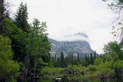 Βουνό Watkins και λίμνη καθρεφτών, εθνικό πάρκο Yosemite Στοκ φωτογραφία με δικαίωμα ελεύθερης χρήσης