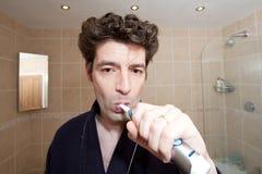 βουρτσίζοντας δόντια ατόμ Στοκ φωτογραφία με δικαίωμα ελεύθερης χρήσης