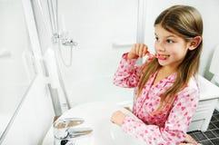 βουρτσίζοντας δόντια κο& Στοκ φωτογραφία με δικαίωμα ελεύθερης χρήσης