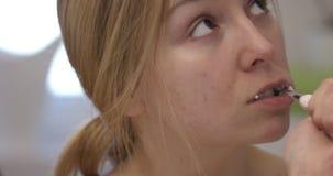 βουρτσίζοντας δόντια Σε αργή κίνηση απόθεμα βίντεο