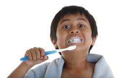 βουρτσίζοντας δόντια Στοκ Εικόνα