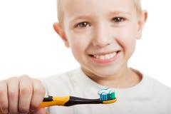 βουρτσίζοντας δόντια Στοκ Φωτογραφίες