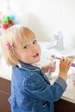 βουρτσίζοντας δόντια Στοκ φωτογραφία με δικαίωμα ελεύθερης χρήσης