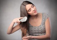 βουρτσίζοντας τρίχωμα στοκ φωτογραφία με δικαίωμα ελεύθερης χρήσης