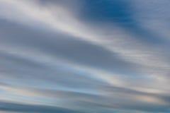 Βουρτσισμένα σύννεφα στον ουρανό Στοκ εικόνα με δικαίωμα ελεύθερης χρήσης