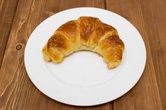 Βουτύρου πιάτο Croissant Στοκ Φωτογραφία