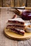 βουτύρου σάντουιτς φυστικιών μονοπατιών ζελατίνας ψαλιδίσματος απομονωμένο εικόνα Στοκ φωτογραφίες με δικαίωμα ελεύθερης χρήσης