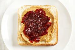 βουτύρου σάντουιτς φυστικιών μονοπατιών ζελατίνας ψαλιδίσματος απομονωμένο εικόνα Στοκ εικόνες με δικαίωμα ελεύθερης χρήσης